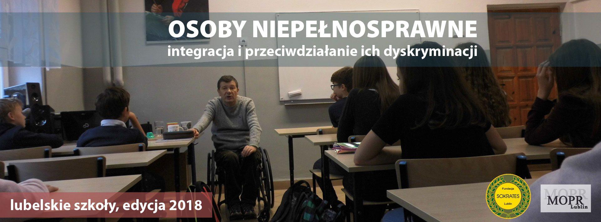 Osoby Niepełnosprawne - integracja i przeciwdziałanie ich dyskryminacji. Na zdjęciu Wiesław Olechowski podczas prowadzenia zajęć z uczniami szkoły podstawowej.